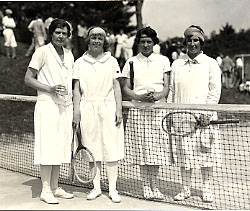 Women on tennis court